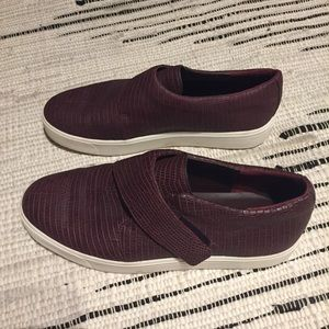 Vince slip on sneakers. Burgundy.